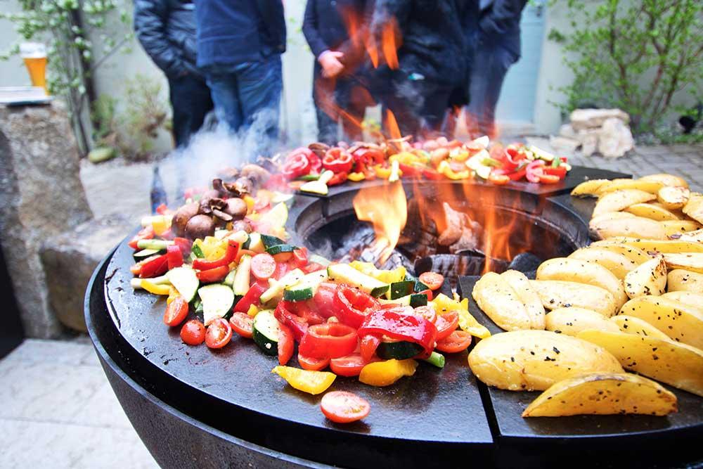 OFYR Grill, Gemüse, Fleisch